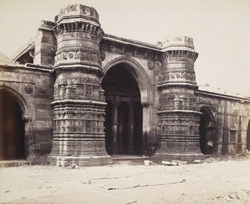 Central portion of the façade of the Malik Sarang Mosque or Queen's Mosque, Sarangpur, Ahmadabad